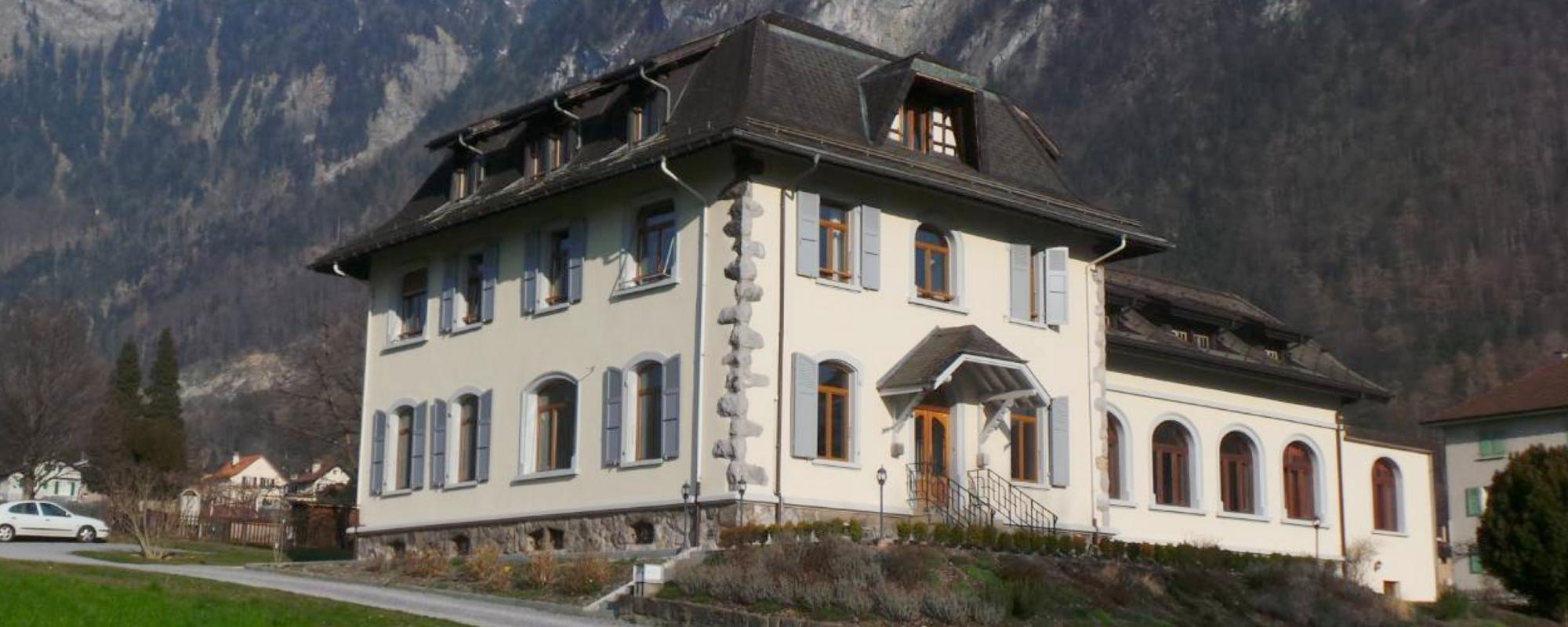Immeuble locatif comprenant 12 chambres et diverses salles de cours, atelier et divers